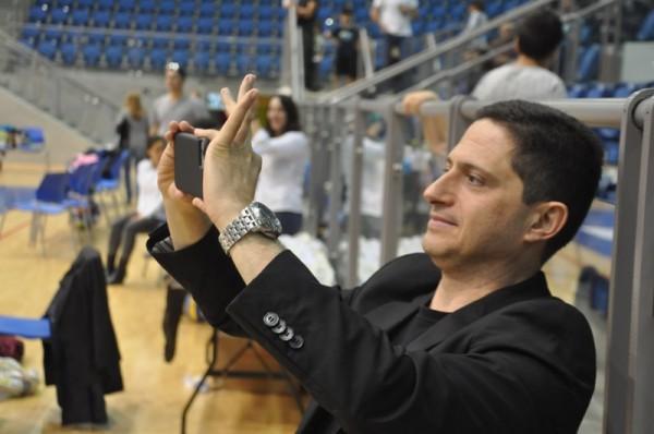 תכניות לעתיד? רוביק דנילוביץ' מצלם באירוע המאמא-נט | צילום: אילן שי