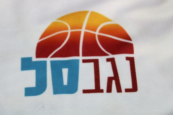 הסמל על חולצות הפרויקט