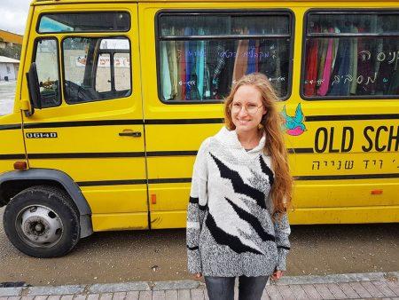 סדן ליד האוטובוס