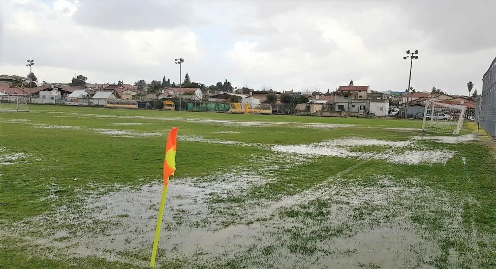 גשם גשם מיטפטף, ואת הליגה משבש