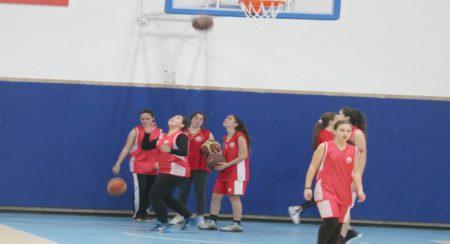 אורי אילת באימון כדורסל