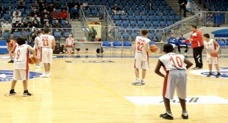 עמית רשף עם כדורסלנים צעירים