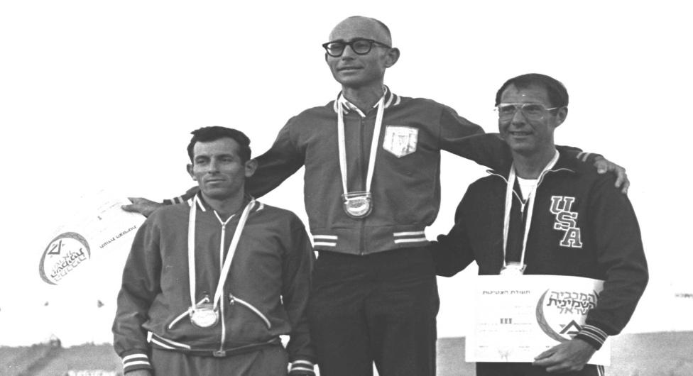 שאול לדני על הפודיום ב-1969