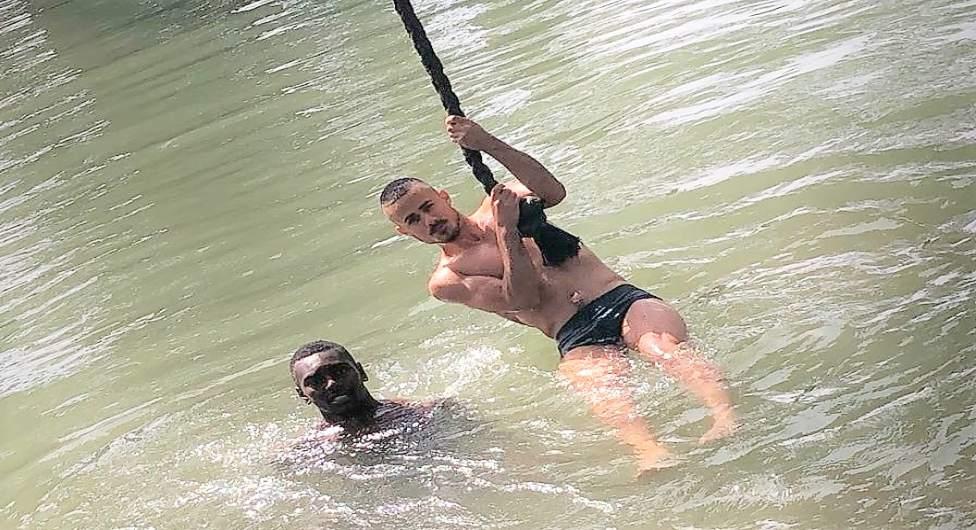 בני נתן ויוני אליאס בנהר הירדן