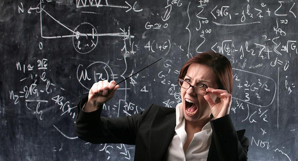 חשד: מורה בודד את התלמיד, חבט בו במקל, נגח בו והכה אותו בפניו
