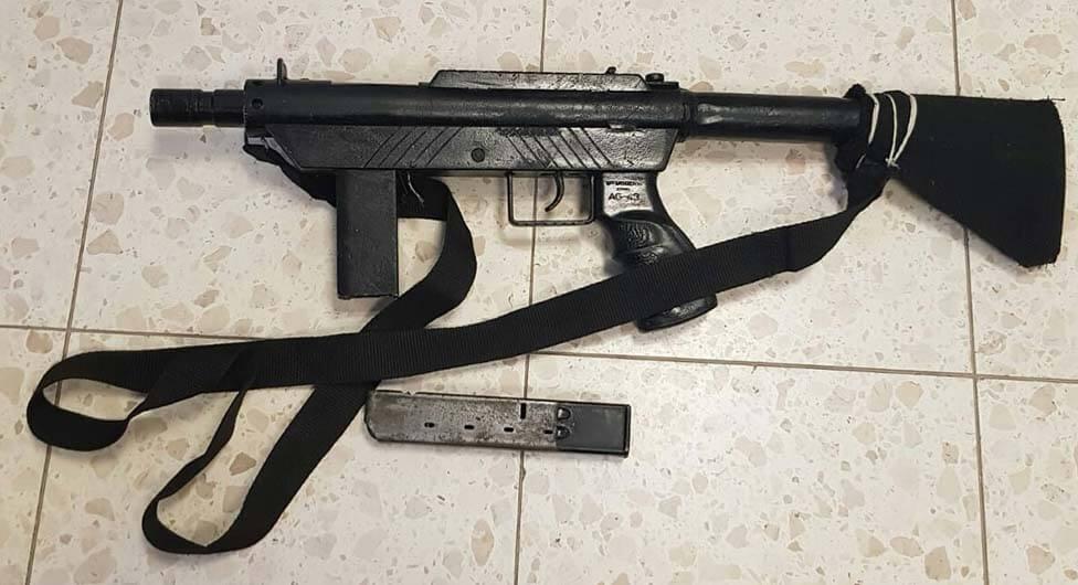 בן 14 וחמוש