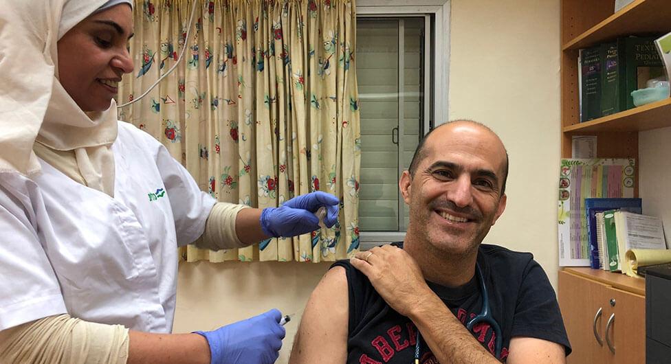 """גם ד""""ר טוקר ממליץ להתחסן נגד שפעת"""