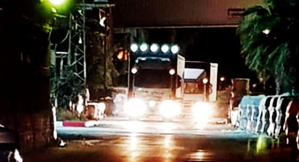 """מעקב """"שבע"""": משאיות הוברחו באמצע הלילה מחצר מפעל """"חרסה"""""""