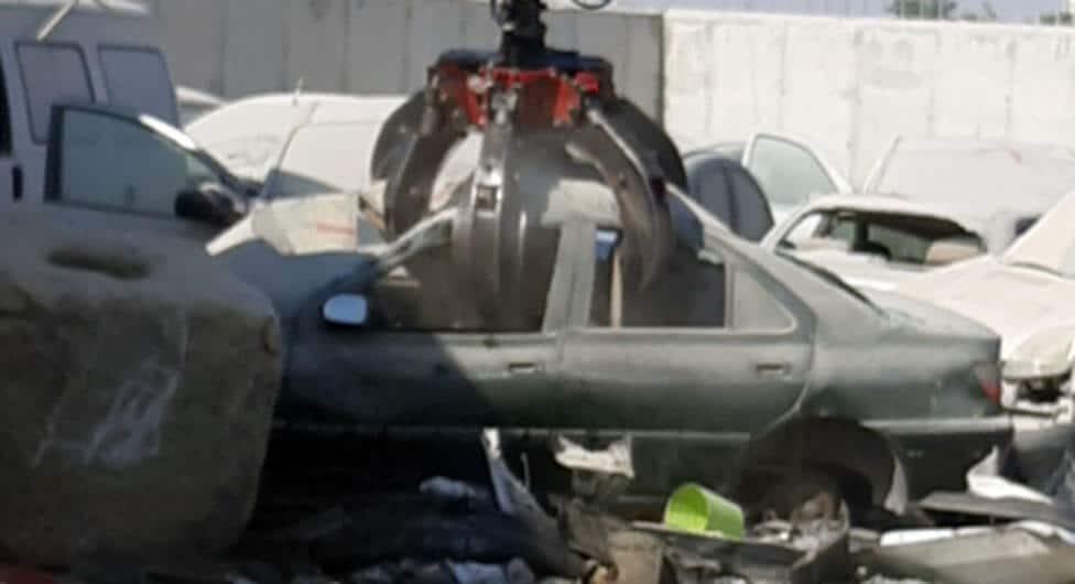 עשרות גרוטאות רכב פונו לגריטה