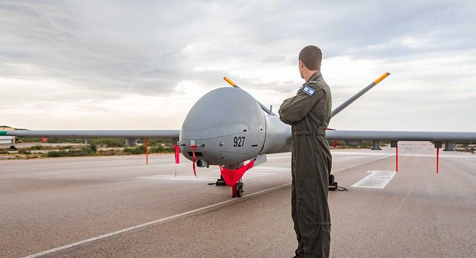 ממקיף עומר למפעיל כלי טיס מאוישים מרחוק