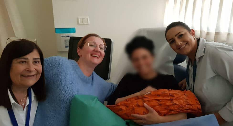 """תינוקת בריאה נולדה במרפאת """"כללית מיראז'"""" לרפואה יועצת בדימונה"""