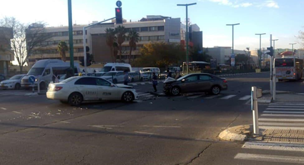באר שבע: 5 פצועים בתאונה חזיתית