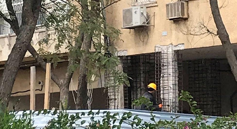 בלעדי: החל שיקום המבנה בכיכר קפלן