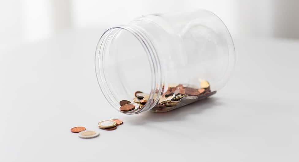 כסף לסיגריות, מקופת צדקה בבית כנסת…
