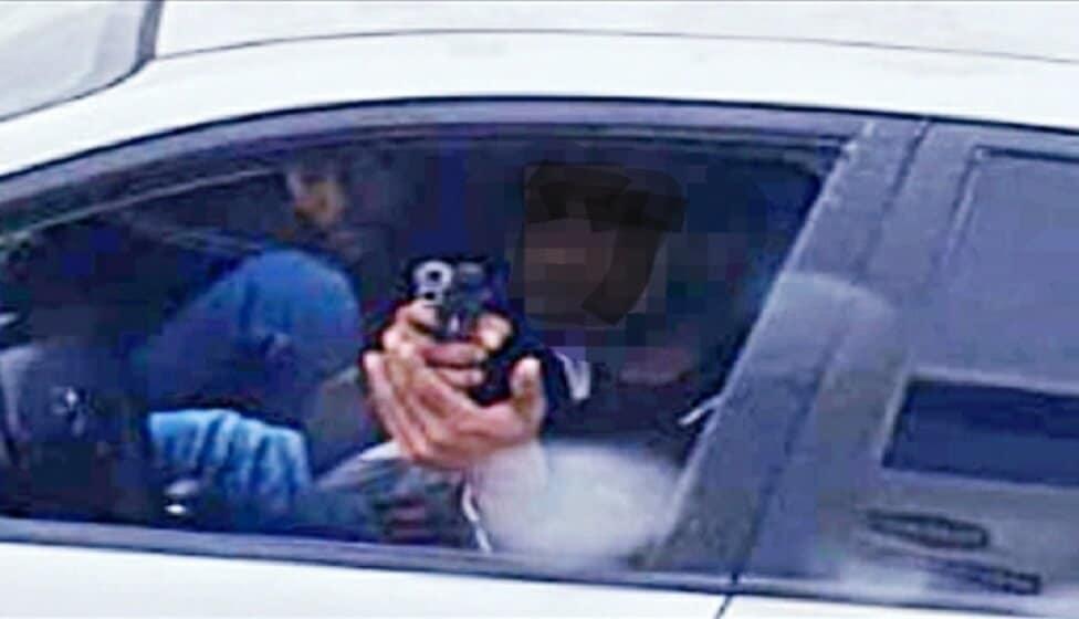 שלף נשק במהלך ויכוח בכביש