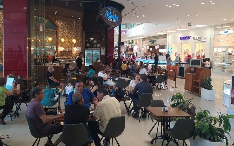 המסעדות ובתי הקפה נפתחו והלקוחות הצביעו ברגליים
