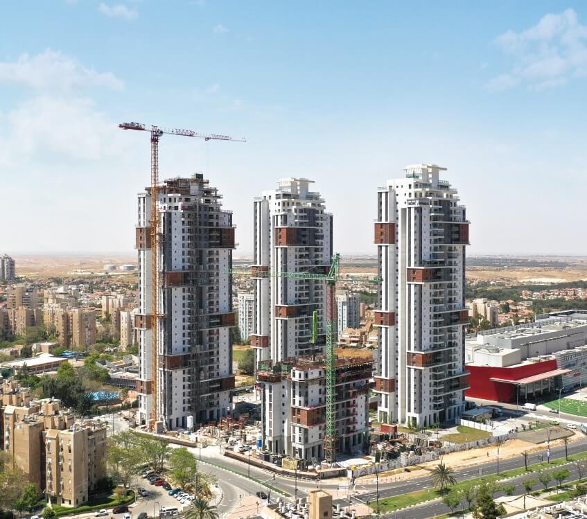 """בניית המגדל השלישי בפרויקט """"גרנד אביסרור"""" בבאר שבע עתידה להסתיים במועד בשבועות הקרובים"""
